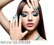 Купить «Beautiul fashion woman with turquoise make-up and nails», фото № 22310629, снято 5 марта 2015 г. (c) Валуа Виталий / Фотобанк Лори