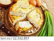 Купить «Рисовая запеканка с творогом и зеленым луком на столе», фото № 22332857, снято 24 марта 2016 г. (c) Надежда Мишкова / Фотобанк Лори