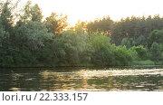 Купить «Закат летом на реке», видеоролик № 22333157, снято 24 марта 2016 г. (c) Валерий Гусак / Фотобанк Лори