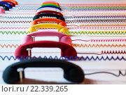 Разноцветные телефонные трубки со спиральным проводом. Стоковое фото, фотограф Анна Кирьякова / Фотобанк Лори