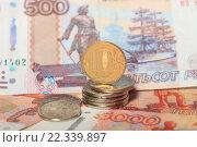 Купить «Монета 10 рублей и купюры 5000 и 500 рублей», эксклюзивное фото № 22339897, снято 24 марта 2016 г. (c) Яна Королёва / Фотобанк Лори