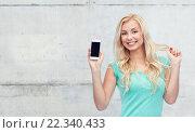 Купить «happy young woman or teenage girl with smartphone», фото № 22340433, снято 13 февраля 2016 г. (c) Syda Productions / Фотобанк Лори