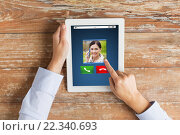 Купить «close up of hands with incoming call on tablet pc», фото № 22340693, снято 10 октября 2014 г. (c) Syda Productions / Фотобанк Лори