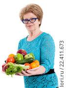 Купить «Пожилая женщина несет фруктово-овощную тарелку, изолировано белом фоне», фото № 22411673, снято 26 марта 2016 г. (c) Кекяляйнен Андрей / Фотобанк Лори