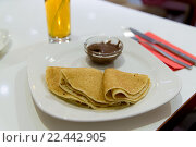 Купить «Pancakes with chocolate on plate», фото № 22442905, снято 27 марта 2016 г. (c) Володина Ольга / Фотобанк Лори