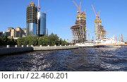 Купить «Строительство 200-метрового небоскреба бизнес-центра на приморской набережной в центре Баку. Республика Азербайджан», видеоролик № 22460201, снято 22 сентября 2015 г. (c) Евгений Ткачёв / Фотобанк Лори