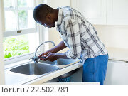 Купить «Man repairing a kitchen sink», фото № 22502781, снято 19 января 2016 г. (c) Wavebreak Media / Фотобанк Лори