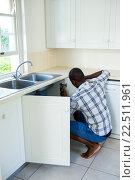 Купить «Man repairing a kitchen sink», фото № 22511961, снято 19 января 2016 г. (c) Wavebreak Media / Фотобанк Лори