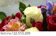 Купить «Вращающийся букет цветов», видеоролик № 22513209, снято 10 февраля 2016 г. (c) Юлия Машкова / Фотобанк Лори