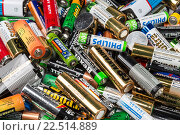 Купить «Фон из использованных батареек, предназначенных для утилизации», фото № 22514889, снято 7 апреля 2016 г. (c) Наталья Волкова / Фотобанк Лори