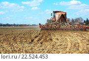 Весенний сев зерновых. Стоковое фото, фотограф Андрей Силивончик / Фотобанк Лори