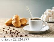 Кофе, круассаны и сахар на столе с льняной скатертью. Стоковое фото, фотограф Alex Ryabis / Фотобанк Лори