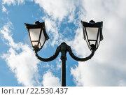 Купить «Красивый уличный фонарь на фоне голубого неба с облаками», эксклюзивное фото № 22530437, снято 4 апреля 2016 г. (c) Игорь Низов / Фотобанк Лори