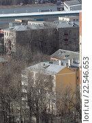 Купить «Московская область, Балашиха, жилые пятиэтажки на проспекте Ленина весной», эксклюзивное фото № 22546653, снято 4 апреля 2016 г. (c) Дмитрий Неумоин / Фотобанк Лори