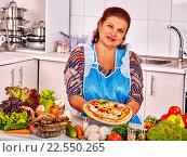 Купить «Elderly woman kitchen preparing a pizza.», фото № 22550265, снято 21 июля 2013 г. (c) Gennadiy Poznyakov / Фотобанк Лори
