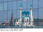 Казань, Россия, вид на Казанский кремль и мечеть Кул-Шариф.Отражение в зеркале (2015 год). Стоковое фото, фотограф Старостин Сергей / Фотобанк Лори