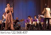 Купить «Джазовая певица Дебора Дэвис», фото № 22568437, снято 20 января 2013 г. (c) Наталья Саратова / Фотобанк Лори