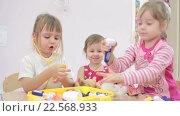 Купить «Дети играют в детском саду», видеоролик № 22568933, снято 7 апреля 2016 г. (c) Алексндр Сидоренко / Фотобанк Лори