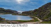 Купить «Близ Териберки. Озеро Малое Батарейское и Баренцево море. Полночь полярного дня», фото № 22578653, снято 12 июня 2015 г. (c) Надежда Щур / Фотобанк Лори
