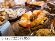Купить «Cookies, cakes and other confectionary in cafe», фото № 22579853, снято 24 октября 2018 г. (c) Яков Филимонов / Фотобанк Лори