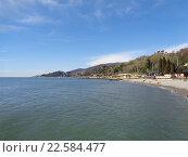 Купить «Побережье Сочи, спокойное море, люди на пляже, весенняя природа, голубое небо с белыми облаками», фото № 22584477, снято 5 марта 2016 г. (c) DiS / Фотобанк Лори