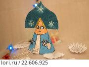 Красивая поделка, снегурочка из бумаги. Стоковое фото, фотограф Светлана Скрипник / Фотобанк Лори