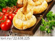 Куриные голени с картофельным пюре и грибами, запеченные в тесте. Стоковое фото, фотограф Надежда Мишкова / Фотобанк Лори