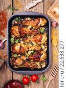 Купить «Запеченные куриные голени в противне, вид сверху», фото № 22638277, снято 16 апреля 2016 г. (c) Сергей Чайко / Фотобанк Лори