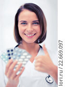 Купить «doctor with blister packs of pills», фото № 22669097, снято 6 июля 2013 г. (c) Syda Productions / Фотобанк Лори