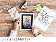 Купить «close up of hands with incoming call on tablet pc», фото № 22669197, снято 10 октября 2014 г. (c) Syda Productions / Фотобанк Лори
