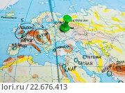 Купить «Карта мира с воткнутой кнопкой», эксклюзивное фото № 22676413, снято 18 апреля 2016 г. (c) Игорь Низов / Фотобанк Лори