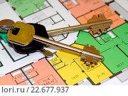 Купить «Ключи и планировки новой квартиры», фото № 22677937, снято 24 апреля 2016 г. (c) Сергеев Валерий / Фотобанк Лори