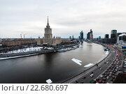 Вид на Краснопресненскую набережную и гостиницу Украина (2012 год). Редакционное фото, фотограф Сергей Алимов / Фотобанк Лори