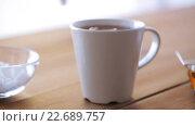 Купить «hand adding sugar to cup of tea or coffee», видеоролик № 22689757, снято 15 апреля 2016 г. (c) Syda Productions / Фотобанк Лори