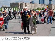 Купить «Ветераны Великой Отечественной войны с цветами в День Победы 9 Мая 2009 года», эксклюзивное фото № 22697029, снято 9 мая 2009 г. (c) lana1501 / Фотобанк Лори