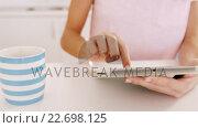 Купить «Woman using tablet on a table», видеоролик № 22698125, снято 16 февраля 2019 г. (c) Wavebreak Media / Фотобанк Лори