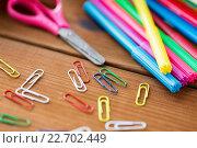 Купить «close up of felt pens, clips and scissors», фото № 22702449, снято 17 марта 2016 г. (c) Syda Productions / Фотобанк Лори