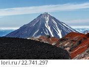 Купить «Вид на вершину Корякского вулкана из кратера Авачинского вулкана. Камчатка», фото № 22741297, снято 7 августа 2014 г. (c) А. А. Пирагис / Фотобанк Лори