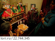 Купить «Festival of the Holy Name in an ISKCON temple. Offering of lights», фото № 22744345, снято 19 апреля 2019 г. (c) age Fotostock / Фотобанк Лори