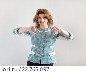 young woman showing her thumb down. Стоковое фото, фотограф Володина Ольга / Фотобанк Лори