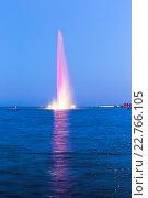 Купить «120-метровый фонтан с подсветкой в морской бухте Баку. Республика Азербайджан», фото № 22766105, снято 22 сентября 2015 г. (c) Евгений Ткачёв / Фотобанк Лори