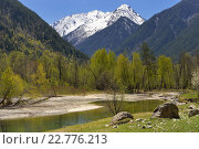 Купить «Солнечный пейзаж в горах Кавказа весной», фото № 22776213, снято 3 мая 2016 г. (c) александр жарников / Фотобанк Лори