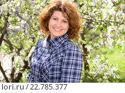 Купить «Женщина в синем пиджаке около цветущего вишневого дерева», фото № 22785377, снято 7 мая 2016 г. (c) Володина Ольга / Фотобанк Лори