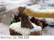 Рабочий топор в снегу. Стоковое фото, фотограф Игорь Аникин / Фотобанк Лори