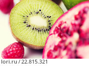 Купить «close up of ripe kiwi and other fruits», фото № 22815321, снято 26 апреля 2015 г. (c) Syda Productions / Фотобанк Лори