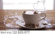 Купить «coffee and sugar falling to cup on table», видеоролик № 22820077, снято 15 апреля 2016 г. (c) Syda Productions / Фотобанк Лори