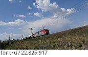 Купить «Проезжающий грузовой поезд», видеоролик № 22825917, снято 10 мая 2016 г. (c) Игорь Усачев / Фотобанк Лори