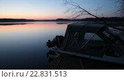 Купить «Раннее утро на лесном озере, начало рассвета. Моторная лодка рядом с пирсом», видеоролик № 22831513, снято 11 мая 2016 г. (c) Кекяляйнен Андрей / Фотобанк Лори
