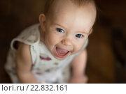 Смеющийся малыш. Стоковое фото, фотограф Елена Ганненко / Фотобанк Лори