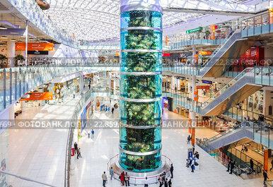 Самый высокий цилиндрический аквариум в мире в ТЦ «Авиапарк» в Москве